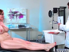 Hardcore Sex Tape Between Sexy Doctor And Slut Horny Patient (Diamond Foxxx) mov-19