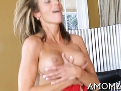 Hot mom groans with unfathomable shacking up