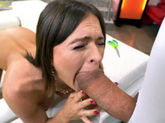 MILF Krissy Lynn is sucking the enormous dick