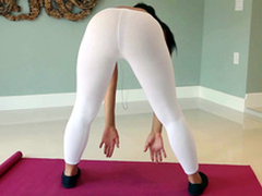 Yoga babe Adrian Maya shows us the brush butt while working out