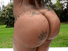 Diamond Monroe window-dressing her 46 inch ass outdoor