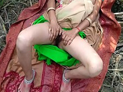 Bhabhi with her suitor arduous to fulfill their sexual desires so went outdoor